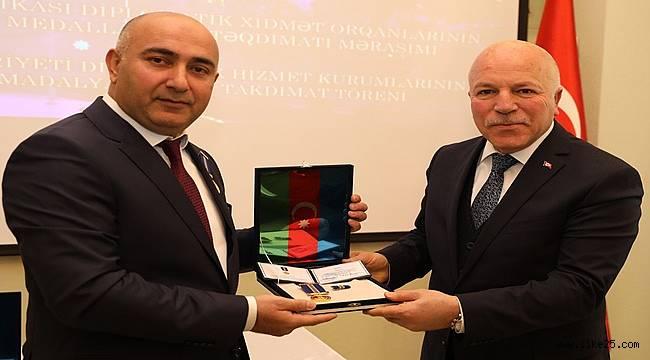 AZERBAYCAN CUMHURBAŞKANI ALİYEV'DEN SEKMEN'E ONUR MADALYASI