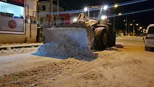 Aşkale'de Kar yağışı sonrası karla mücadele çalışmaları hız kazandı
