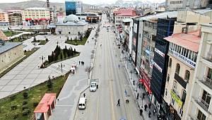 Erzurum'da polisin denetimleri ve maske dağıtımı devam ediyor