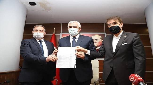 AK Parti İl Başkanı mazbatasını aldı