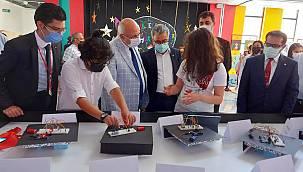 """Erzurum Bahçeşehir Koleji'nde """"Minik Eller-Büyük Eserler"""" Sergisi"""