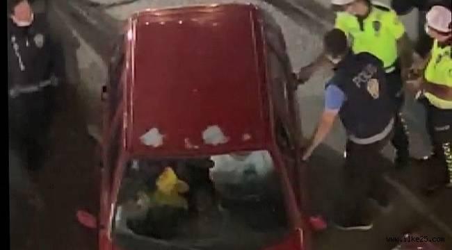Erzurum'da alkollü şahıs aracını polislerin üzerine sürdü