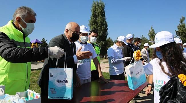 Vali Memiş ile Belediye Başkanı Sekmen patates hasadı yaptı