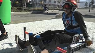 Tekerlekli kızaklarla kıyasıya yarış