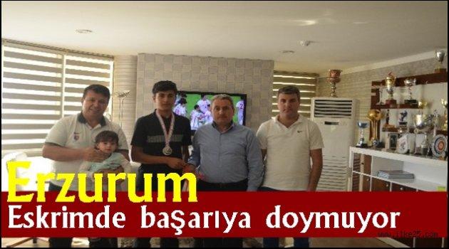 Erzurum eskrimde başarıya doymuyor