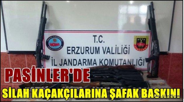 PASİNLER'DE SİLAH KAÇAKÇILARINA ŞAFAK BASKINI