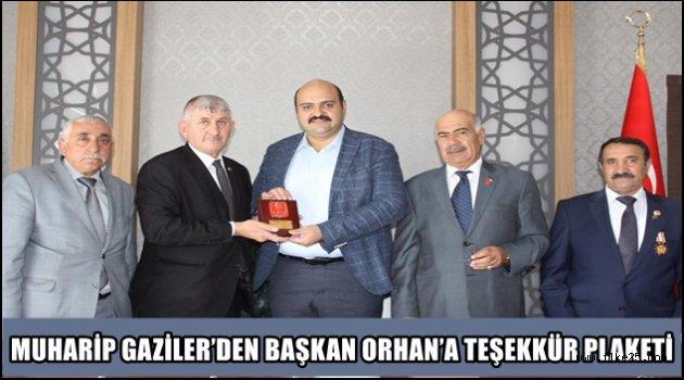 MUHARİP GAZİLER'DEN BAŞKAN ORHAN'A TEŞEKKÜR PLAKETİ