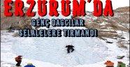 Genç Dağcılar, Buz Tutan Şelalelere Tırmandı