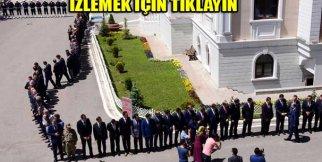 Vali Seyfettin Azizoğlu'nu karşılama kuyruğu